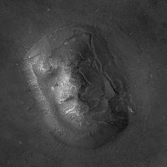 The fameous Face of Mars up close (Cydonia region of Mars)