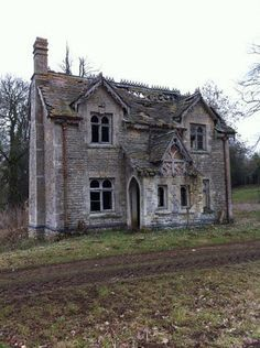 Abandoned Us Mansions - Bing images Abandoned Buildings, Abandoned Property, Old Abandoned Houses, Abandoned Castles, Abandoned Mansions, Old Buildings, Abandoned Places, Old Houses, Spooky Places