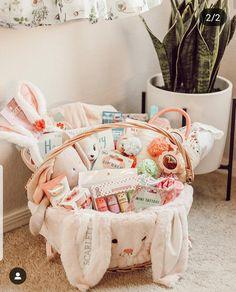 Boys Easter Basket, Easter Gift Baskets, Girl Gift Baskets, Basket Gift, Diy Crafts For Gifts, Baby Crafts, Easter Peeps, Happy Easter, Homemade Easter Baskets