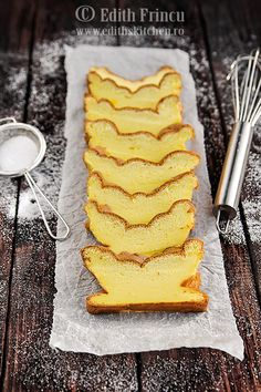 fluffy cake with yogurt Dukan Diet Recipes, Cooking Recipes, Romanian Food, Breakfast Dessert, Breakfast Ideas, Healthy Desserts, Cake Cookies, I Foods, Snacks