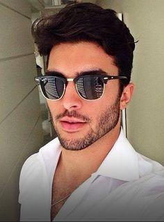 Óculos de sol masculino Clubmaster e de vários formatos, tamanhos e marcas! Estilo, tendência e personalidade! Confira os modelos disponíveis na Óculos Shop! #óculos #óculosdesol #óculosmasculino #óculosparahomens #comousaróculos #óculosdesolparahomens #óculosestilo #óculosdesolmasculino #ideiasdeóculos #óculostendência Beard Styles For Men, Hair And Beard Styles, Marcello Alvarez, Men Sunglasses Fashion, Beautiful Men Faces, Stylish Boys, Poses For Men, Mens Glasses, Well Dressed Men