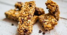 Pack crunchy, healthy granola bars for a treat in kids' lunch boxes, serve as an after school snack or crumble them over yogurt for breakfast! Raw Food Recipes, Gluten Free Recipes, Dessert Recipes, Cereal Recipes, Diet Recipes, Gluten Free Granola Bar Recipe, Keto Brownies, Healthy Granola Bars, Cereal Bars