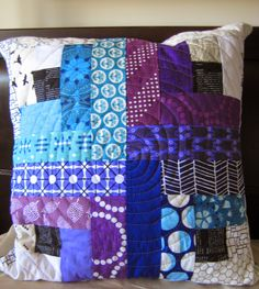 Quilty Habit: Purple and blue log cabin pillow-making