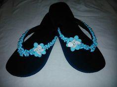 Azul com flor e cascalho...