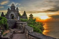Pariwisata Bali: Pura Uluwatu Wisata Ujung Selatan Bali