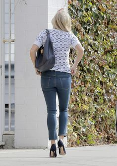 reese-witherspoon-in-tight-jeans-out-in-los-angeles-01-22-2016_5.jpg (1200×1694)