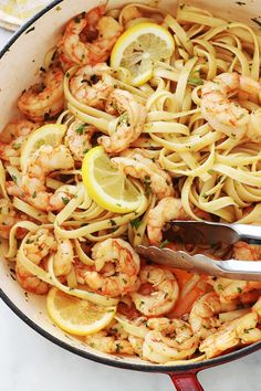 Pasta with garlic and lemon shrimp, quick recipe - These garlic and lemon shrimp pasta are divine. An easy and quick recipe minutes in all). Grilling Recipes, Meat Recipes, Seafood Recipes, Pasta Recipes, Cooking Recipes, Lemon Shrimp Pasta, Garlic Pasta, Garlic Shrimp, Quick Recipes