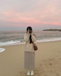 Beach Aesthetic, Korean Aesthetic, Aesthetic Photo, Aesthetic Girl, Aesthetic Pictures, Korean Casual Outfits, Cute Modest Outfits, Ulzzang Korean Girl, Cute Korean Girl