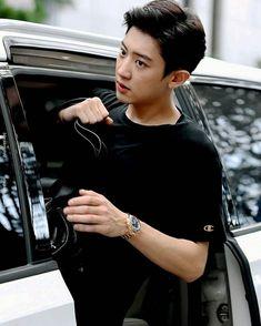 cardoor guy has a new face guys and im loving it Baekhyun Chanyeol, Kpop Exo, Exo Chanyeol, Exo Chanbaek, Chansoo, Shinee, Rapper, Luhan And Kris, Kris Wu