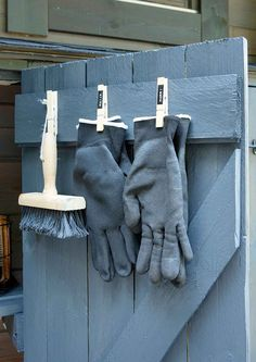 Rakenna säilytyskaappi terassille | Meillä kotona Garden Tool Storage, Shed Storage, Summer House Garden, Sleeping Porch, Tool Sheds, Tool Organization, Diy Interior, Cottage Style, Garden Inspiration