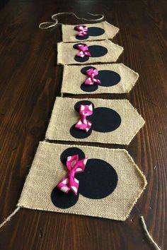 Banderines de yute para decorar fiesta temática de Minnie