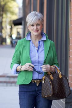 really like the pop of color with the blazer, style of bag. good look for lunch with friends or shopping.