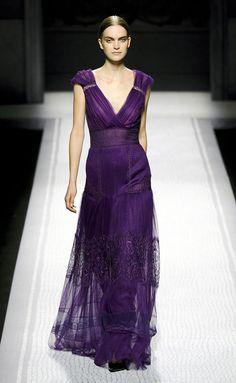 Ferretti-RF12-8712. Gran vestido, de esos que sientan mejor puestos. Lo que menos me convence es el escote.