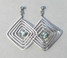 Spiraalformige oorbellen 925-zilver groen granaat van Jewellery by Zilvera - silver, stones and fun op DaWanda.com  http://nl.dawanda.com/product/41354554-Spiral-Ohrringe-925-Silber-minzgruener-Granat