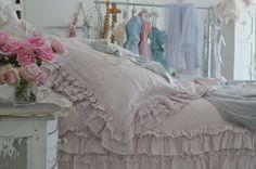 My friend Tausha's beautiful new Rachel Ashwell bedding..