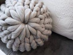 【1時間で完成!】チャンキーニットクッションの編み方を動画でご紹介* LIMIA (リミア) Knitted Cushions, Macrame, Throw Pillows, Embroidery, Knitting, Handmade, Crafts, 40cm, Home Decor