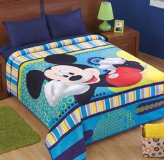 cobertor niña patchwork - Buscar con Google Quilt Baby, Boy Quilts, Mickey Mouse Quilt, Patchwork Baby, Boys Bedroom Decor, Baby Sewing, Bed Covers, Soft Furnishings, Bed Spreads