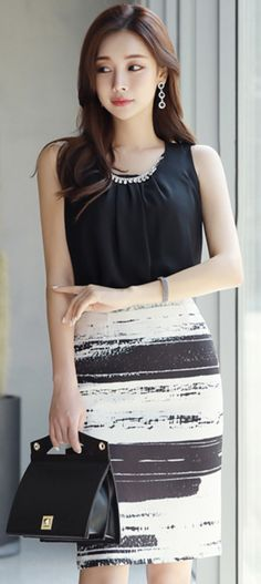 StyleOnme_Artistic Brush Stroke Print H-Line Skirt #white #black #pencilskirt #chic #feminine #koreanfashion #kstyle #kfashion #springtrend #dailylook