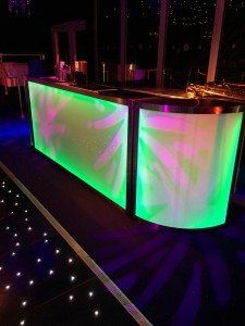 Portable bars are perfect for events of all sizes and in all locations. Compact and easy to set up, we have portable bars in many sizes and styles. We also offer quick transport and expert support throughout the event.