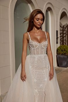 Perfect Wedding Dress, Dream Wedding Dresses, Bridal Dresses, Wedding Gowns, Corset Wedding Dresses, Wedding Dress Tumblr, Detachable Wedding Dress, Bridal Corset, Structured Gown
