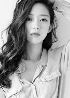like this look Seul Korean Beauty, Asian Beauty, Bora Lim, Asian Hair, Korean Hair, Long Wavy Hair, Cute Beauty, Portraits, Curled Hairstyles