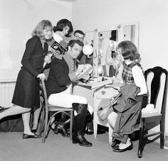 Franco Corelli in his dressing room with fans.