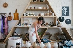 Visiting the General Store shop owner Hannah Henderson in Venice Beach to discuss her casual, Californian style. Farmers Market Display, Triangle Shelf, Brick And Mortar, Commercial Interiors, Display Shelves, Store Design, Interior And Exterior, Woodworking Projects, Home Furniture