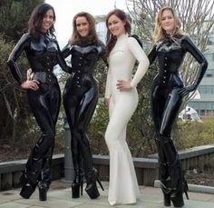 Mode Latex, Latex Lady, Latex Catsuit, Latex Girls, Latex Dress, Latex Fashion, Women's Fashion, Sexy Latex, Just Girl Things
