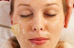 Коллаген – это белок,отвечающий за прочность и эластичность кожи, а также за стимуляцию регенерации её клеток. Желатин, по сути, является коллагеном, который делают из натуральной вытяжки из смазки суставов у животных. Маска от морщинс желатином наполняет внутренние подкожные слои этим видом белка, отвечающим за ровную поверхность эпидермиса. Благодаря свойствам желатина кожа становится упругой и разглаживается. […]