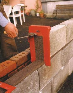 Tool that will simplify the work on the construction field now you can use it. This is easy project that can be made as DIY project and will help a Cement Tools, Concrete Block Walls, Cinder Block Walls, Brick Laying, Brick Construction, Diy Home Repair, Useful Life Hacks, Cool Tools, Easy Projects