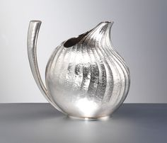 I love the form of this water jug by Wayne Victor Meeten. The ridges add a lovely sense of movement along the curve of the vessel and the handle adds visual balance. The gold on the bottom is a wonderful hidden surprise.