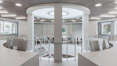 I 2016 blev Boring kollektionen præsenteret som et resultat af et samarbejde mellem Space Encounters og Lensvelt Contract-møbler. Konceptet til samlingen blev født ud fra et ønske om moderne og overkommelige projektmøbler, der ikke detonerer med dets miljø. En diskret møbelinje i arketypiske former blev samlet baseret på en nøje udvalgt neutral grå nuance. Sales Office, Office Environment, Best Interior, Conservatory, 17th Century, Space, Conversation, Furniture, Interiors