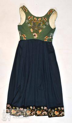 Norsk Institutt for Bunad og Folkedrakt Hardanger Embroidery, Folk Costume, Summer Colors, Traditional Outfits, Vintage Photos, Norway, Bridal Dresses, Boho Fashion, Dressing