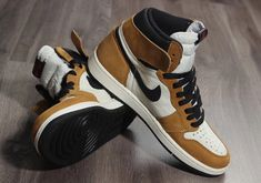 buy popular 462f1 e0ab4 Air Jordan 1 Retro High OG Rookie Of The Year Honors MJs First NBA  Achievement Sneakers · Sneakers Nike ...