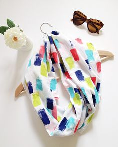 @homeyohmy's DIY Colorful Brush Strokes Scarf is so bright and fun! What a perfect summertime accessory you can personalize to your own tastes. /ES