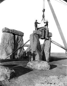 Post with 771 views. A trilithon being re-erected during Lieutenant-Colonel Hawley's excavations and renovations at Stonehenge in 1919 and 1920 x Famous Buildings, Famous Landmarks, Old Images, Old Pictures, Stonehenge History, National Geographic, Puente Golden Gate, Modern Photographers, Tower Bridge London