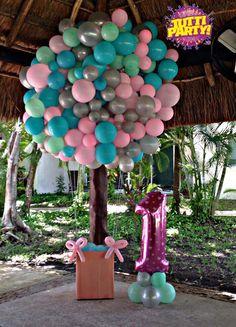 Hotair balloons decorations, globo aerostático con globos, Hot air balloons Photo Booth, 1 año ideas para fiesta, 1st party ideas, Tutti party party store playa del carmen, globos playa del carmen decoración con globos playa del carmen