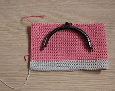Crochet Purse Mis obsesiones de hoy: Tutorial : monedero con boquilla / How to do : crochet purse with frame Crochet Coin Purse, Crochet Purse Patterns, Crochet Pouch, Crochet Purses, Lace Patterns, Crochet Hooks, Love Crochet, Knit Crochet, Cute Coin Purse