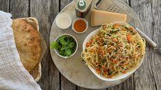 Vegetarpasta med parmesan — FAMILIEMAT Cheese Platters, Frisk, Parmesan, Squash, Spaghetti, Tacos, Ethnic Recipes, Food, Pumpkins
