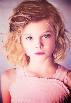 Elle Fanning as The Archive, age 7 실시간카지노 생방송카지노 실시간카지노 생방송카지노