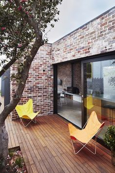 Those Architects have transformed a small semi detached Sydney house into a light-filled home for a young family. Addition to Maroubra House Brick Facade, Facade House, Modern Exterior, Exterior Design, Brick Design, Traditional Exterior, Exterior Paint, Modern Brick House, Brick Houses