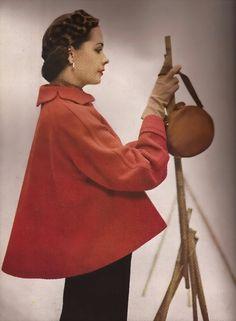 Paletot rouge forme parapluie, 1949