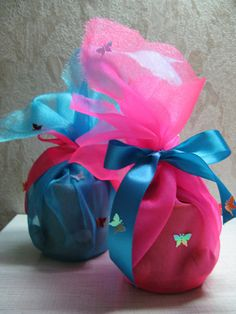 Nice way to wrap a gift candle