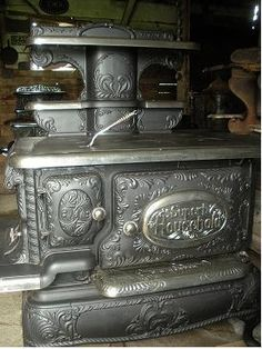 Old stove.a work of art. Wood Stove Cooking, Kitchen Stove, Old Kitchen, Vintage Kitchen, Kitchen Wood, Kitchen Tips, Antique Wood Stove, How To Antique Wood, Vintage Wood