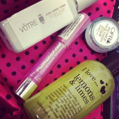 November 2013 - The Band Baaja Beauty Edition! i just love the polka dots n i love dis bag especially because this was my 1st velvette bag... n i found one of my favorite product that is votre pore shrink toner in it... its just awesome... i love fab bag... :* <3