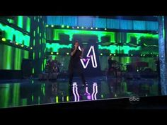 Maroon 5 ft. Christina Aguilera - Moves Like Jagger (Live at the American Music Awards 2011)