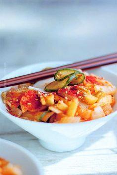 Daikon Kimchi Recipe, Hangover Food, Fermented Cabbage, Organic Meat, Korean Dishes, Apple Salad, Toasted Sesame Seeds, Food Bowl, Rice Vinegar