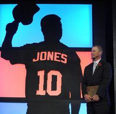 Chipper Jones- will never forget. Major League Baseball Teams, Braves Baseball, Mlb Teams, Baseball Season, Baseball Stuff, Tomahawk Chop, Chipper Jones, Atlanta Braves, Diamond Are A Girls Best Friend