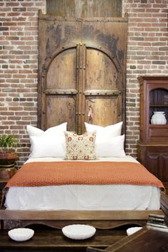 Pair of tall Spanish Colonial entrance doors fit together to show an arch. Still has it& original metal hardware. The aged look that it carries offer a tremendous amount of history. Shows ware that& consistent with age and use. Dream Bedroom, Home Bedroom, Master Bedroom, Bedroom Decor, Spanish House, Spanish Colonial, Spanish Style, Style At Home, Exposed Brick Walls