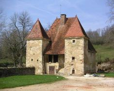 Château et village de Mont-Saint-Jean 21 Plus Medieval Houses, Medieval Castle, Beautiful Castles, Beautiful Buildings, Palaces, Small Castles, Chateau Medieval, French Castles, Templer